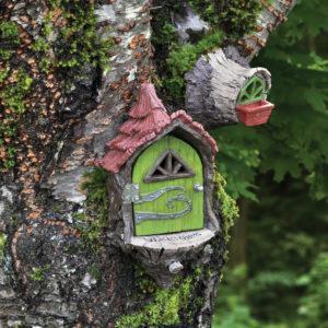 Porte de fées bienvenue sur arbre