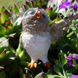 Figurine hibou miniature avec papillon