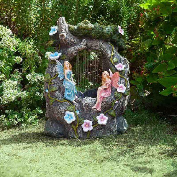 Fontaine solaire avec figurines de fées et ornements fleurs